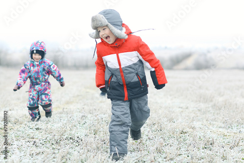 children playing in the winter field - 79280192