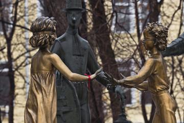 Бронзовые скульптуры в парке