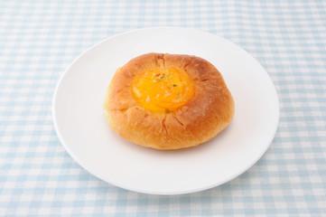 お皿にのせた オレンジ マーマレード パン テーブルクロス