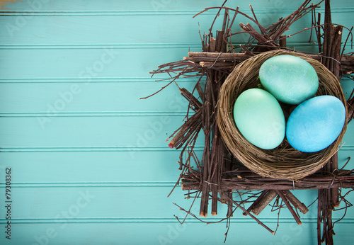 Keuken foto achterwand Egg Dyed Easter eggs in a nest