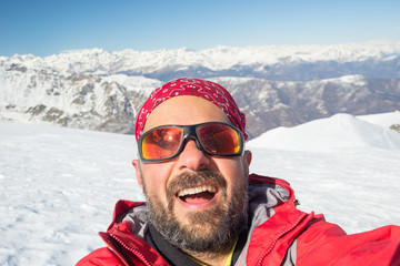 Alpin skier taking selfie