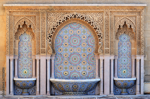Leinwanddruck Bild Morocco. Decorated fountain with mosaic tiles in Rabat