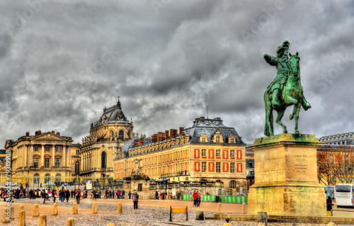 Statue of Louis XIV in front of the Palace of Versailles near Pa - 79319908