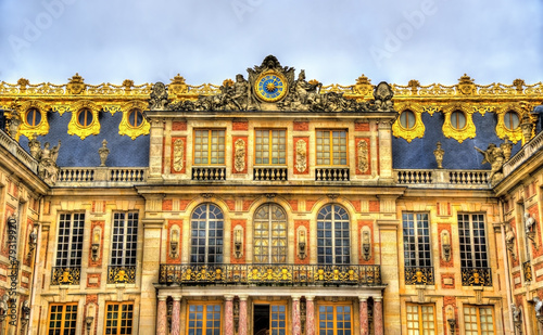Facade of the Palace of Versailles - France - 79319920