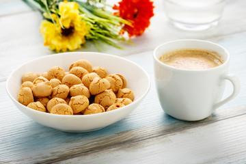 Amarettini und Kaffee