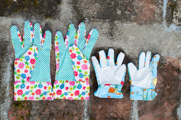 Garden gloves with flowers - big and small