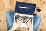 suchmaschine auf laptop