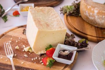 Abbinamento di formaggio fresco e confettura
