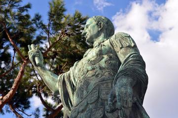 Statua di Cesare, Roma
