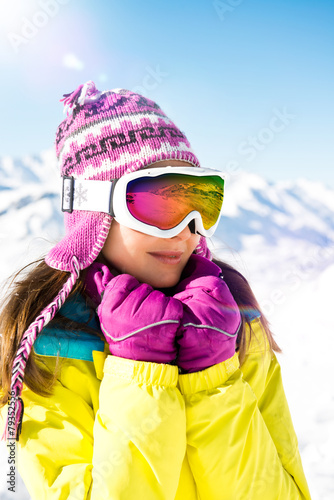 Frau im Winterurlaub