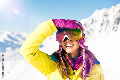 Frau im Schnee - 79353534