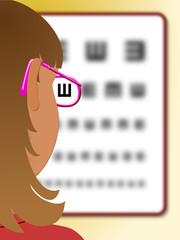 Niña con gafas leyendo una tabla optométrica