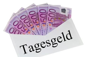 Tagesgeld - Kuvert mit 500 Euro Banknoten