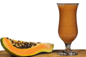 Papaya Smoothie mit Frucht, freigestellt