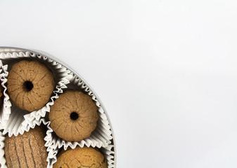 Verschiedene Sorten Kekse in der Dose