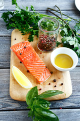 Salmon fillet with basil and pepper