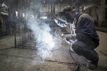 Welder with protective mask welding reinforcement bars