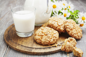 Milk and oatmeal cookies