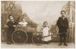 Leinwanddruck Bild - Geschwister im Jahre 1907