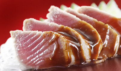 A sushi dish of raw tuna and soy sauce
