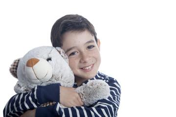 Niño abrazando osito de peluche