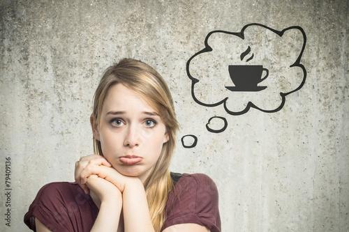 Leinwanddruck Bild Junge Frau denkt an Kaffee