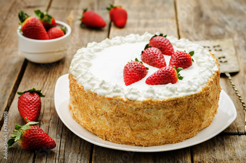 cake with cream and strawberries - 79410918