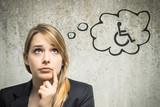 Junge Frau denkt an Rollstuhl - 79413768