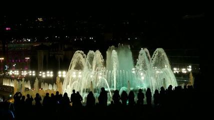 Siluetas fuente màgica de colores Barcelona España