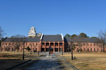 姫路市立美術館と姫路城-1