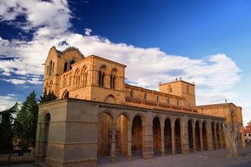 basilica de San Vicente al atardecer en Avila