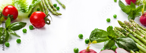 Foto Spatwand Eten Fresh vegetables on the white wooden table