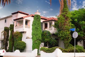 amanecer sabor hispano de casa cuasicentenaria en Los Angeles