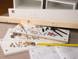 Möbel - Aufbau - Heimwerker - Werkzeug - Montage