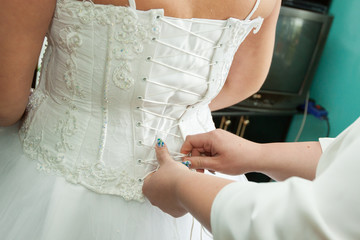 while dressing gown - the bride to wear