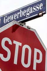 Stopschild und Gewerbegasse