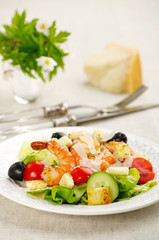 salad with prawns and croutons