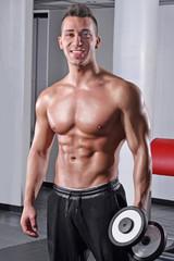 Satisfacción de un entrenamiento con pesas.