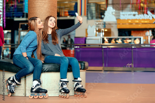 Beautiful girls on the rollerdrome - 79440398