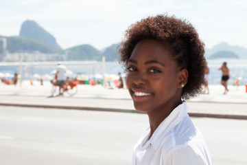 Lachende Brasilianerin in Rio de Janeiro