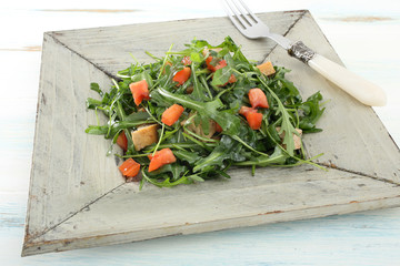 cibo vegetariano insalata rucola e pomodori