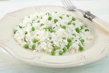 riso bianco con piselli