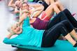 Leinwandbild Motiv Junge und alte Leute beim Bauchmuskel Training