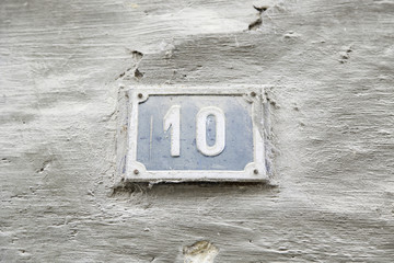 Number ten on the wall of a house