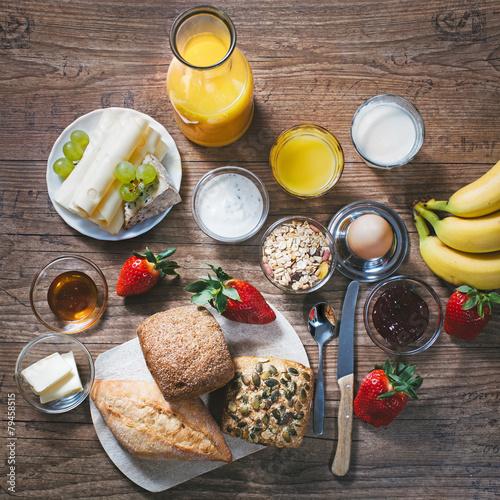 Keuken foto achterwand Boord gesundes Frühstück mit frischen Zutaten