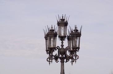 Eine Straßenlampe in Dresden auf dem Theaterplatz