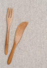 木製のフォークとナイフ