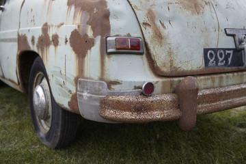 Heck eines alten verrosteten Autos