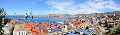 Panoramic view on Valparaiso Harbor, Chile - 79477399