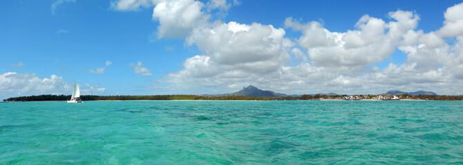 panorama sur le bleu et la côte de l'île maurice